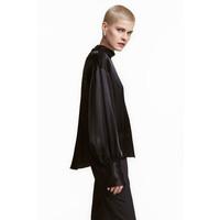 H&M Szeroka bluzka ze stójką 0423201003 Czarny