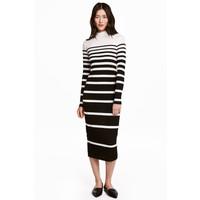 H&M Sukienka z półgolfem 0428088002 Czarny/Białe paski