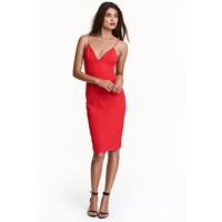 H&M Dopasowana sukienka 0449683003 Czerwony
