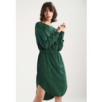 Calvin Klein Jeans DARCY DRESS Sukienka koszulowa trekking green C1821C022