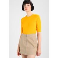 Weekday HUE T-shirt basic bright orange WEB21D00R