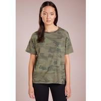 DRYKORN KYLA T-shirt z nadrukiem olive DR221D00G